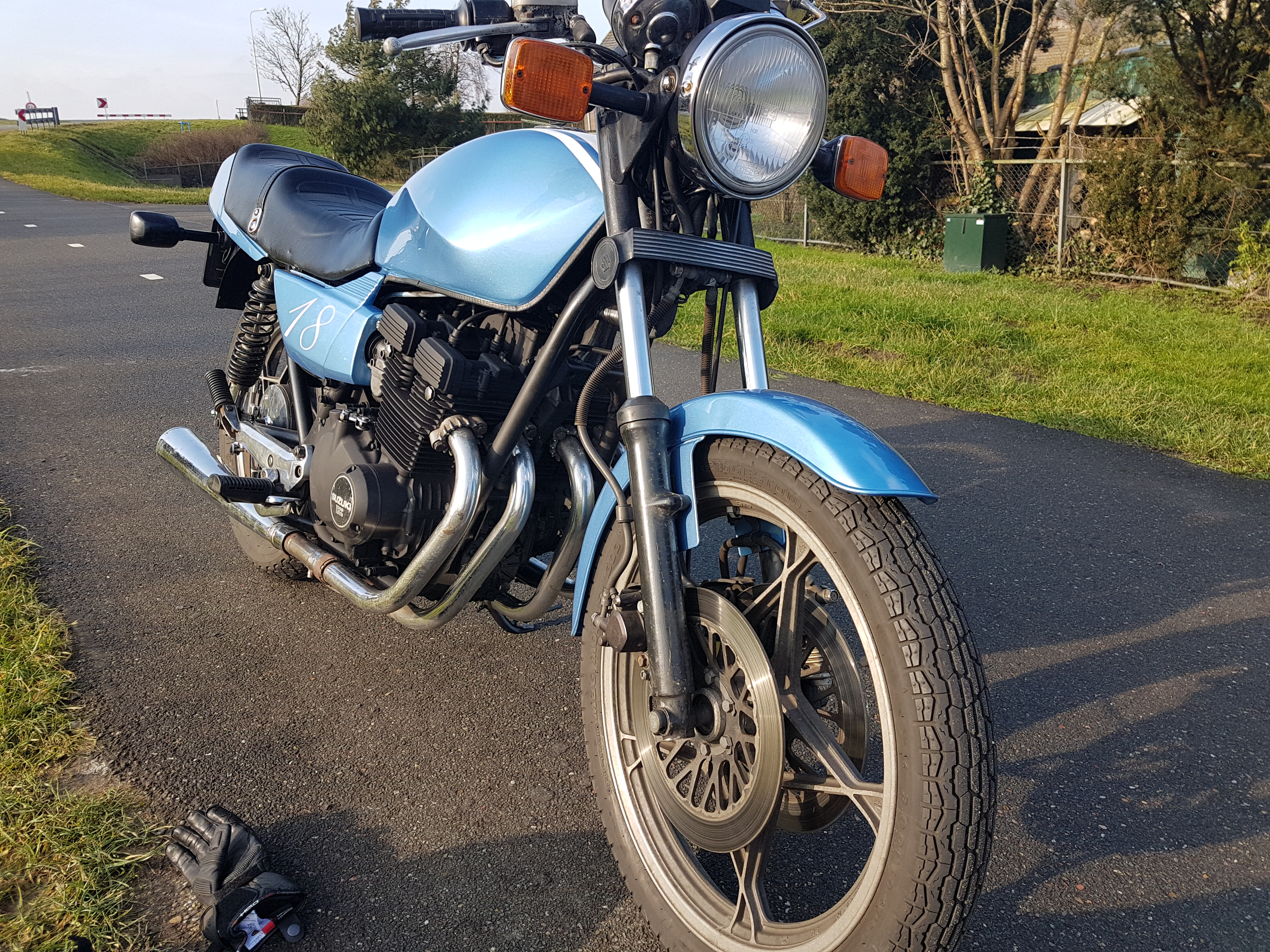 Suzuki_GSX_400F_1983