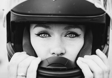 OEPS! Je wenkbrauwen verliezen in je motorhelm?