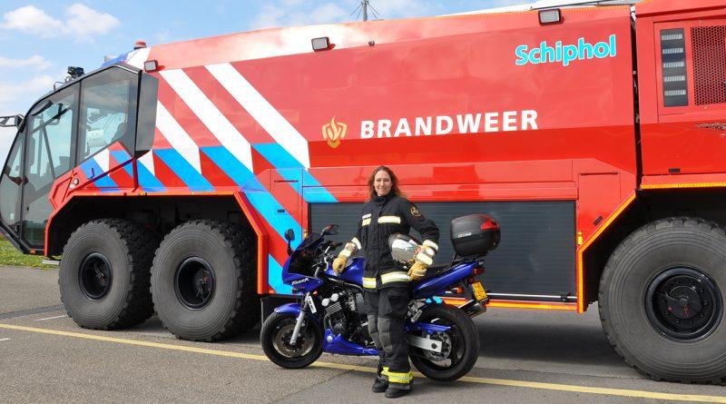 Sandra is werkzaam bij de brandweer op Schiphol en rijdt motor