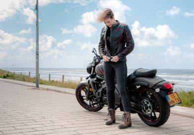 VIDEO: Uitleg perfecte motorjas Rusty Stitches – Motormeiden